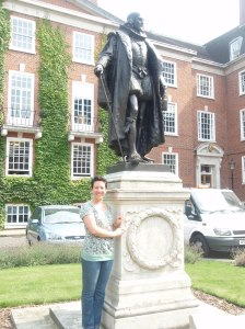 Sir Francis Bacon and I in Gray's Inn square.